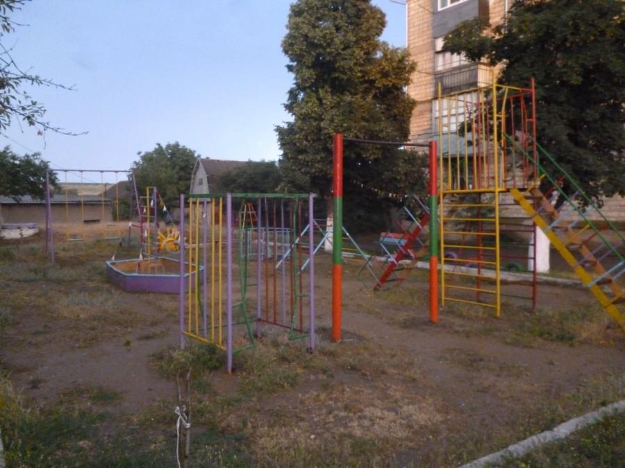 Детская площадка  возле ЖД больницы, микрорайон