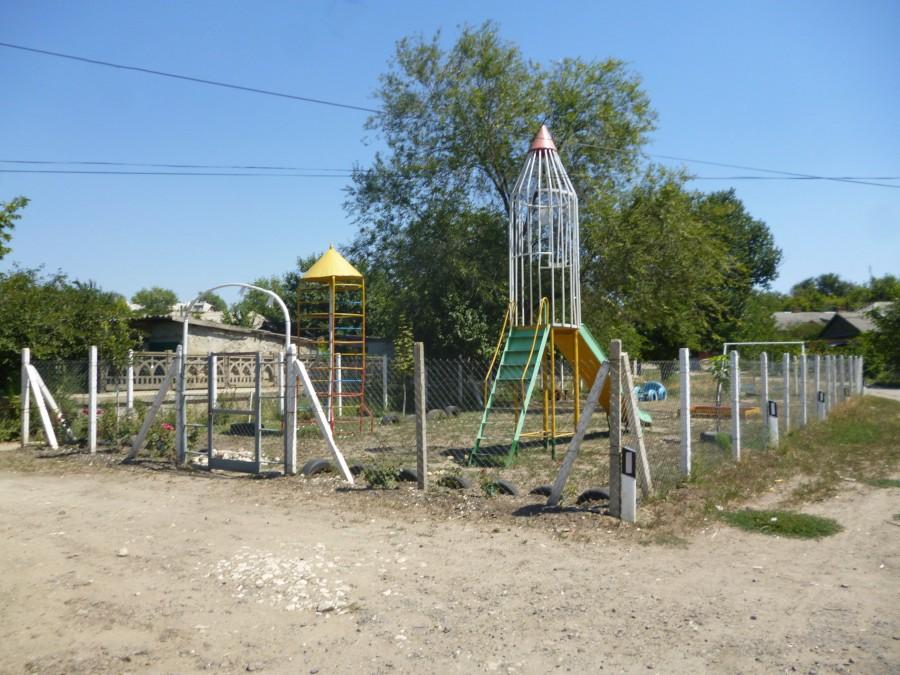 Детская площадка в микрорайоне